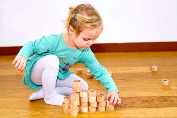 Dřevěné pexeso pro děti - společenská hra a stavebnice.